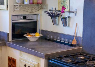 Réalisation de l'habillage de meubles de cuisines sur-mesure